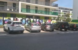 fot. Radio Kolor (pierwsze 3 samochody po lewej zaparkowane są nielegalnie)