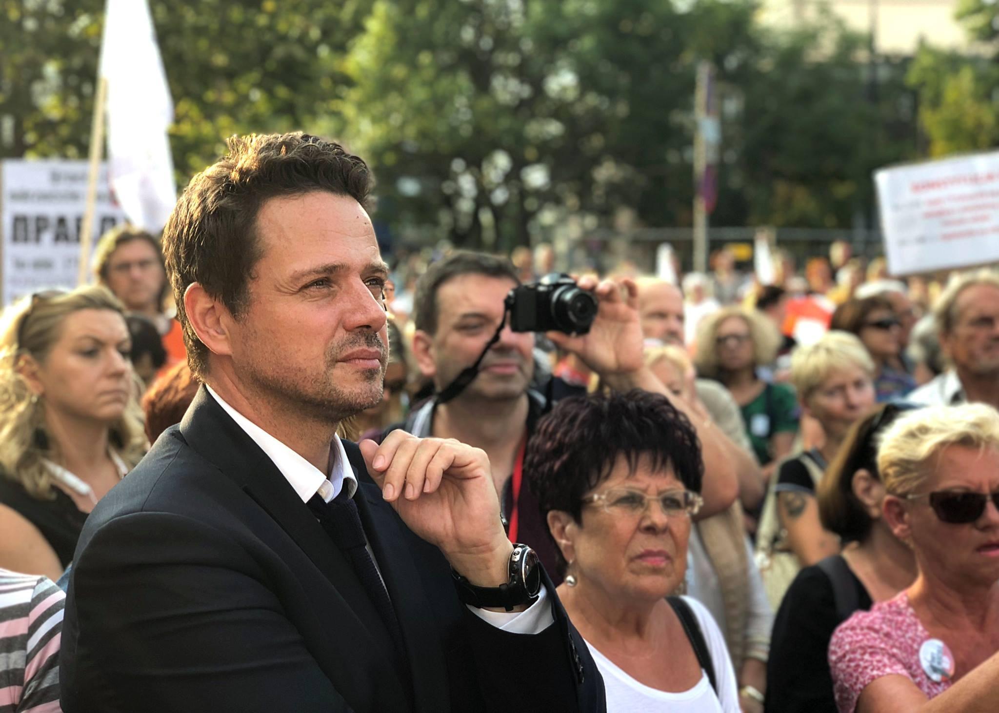 https://www.facebook.com/rafal.trzaskowski/photos/