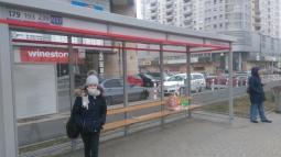 fot. Radio Kolor (przystanek autobusowy przy stacji metra Stokłosy - rozkładu jazdy brakuje tam od kilku dni)